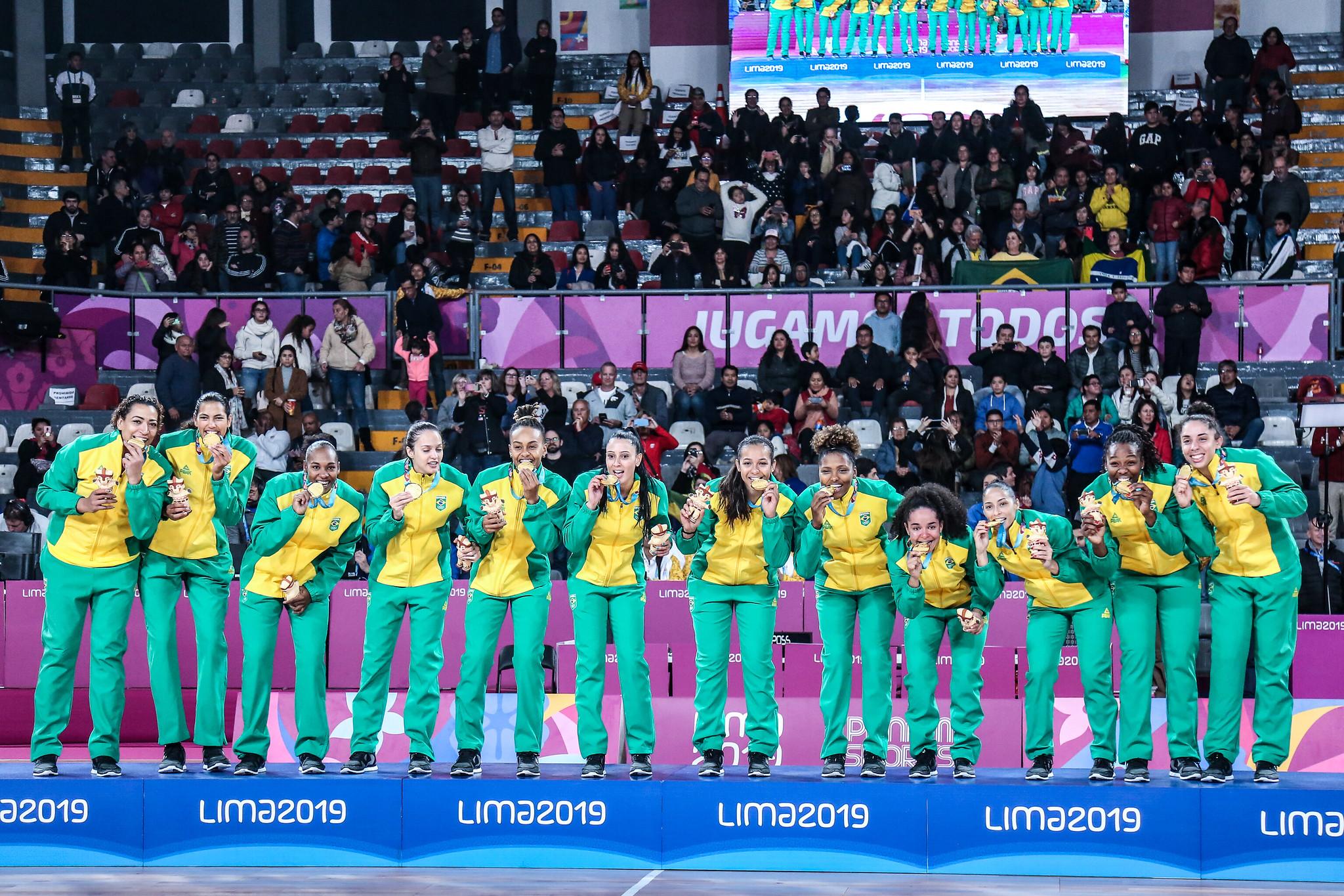 Seleção brasileira feminina de basquete viaja para o pré-olímpico na Europa