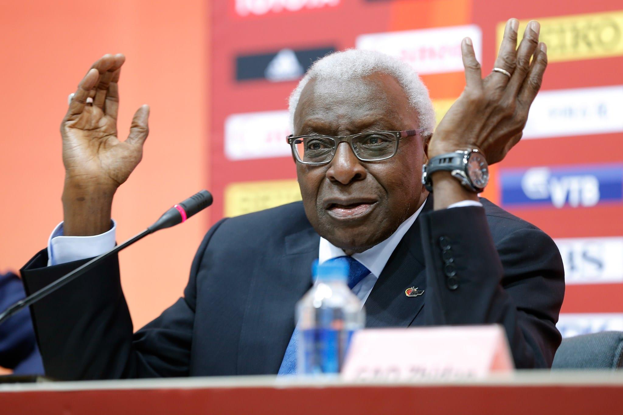 Lamine Diack em 2015, poucos meses antes de ser preso. Foto: IAAF