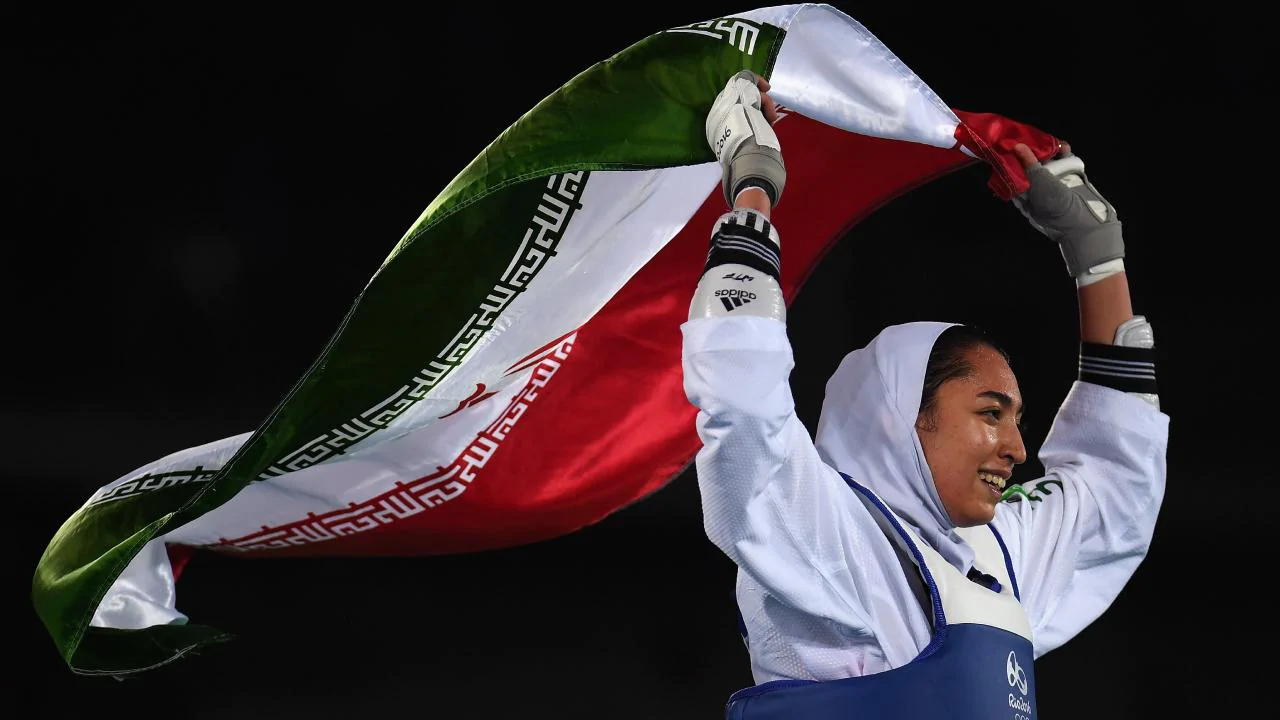 Kimia Alizadeh, única mulher medalhista olímpica do Irã, deixa o país