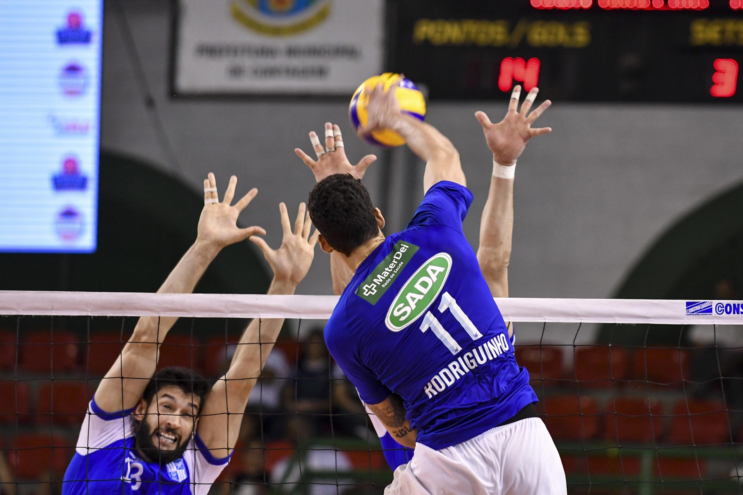 Sada Cruzeiro bate o Fiat Minas e assume a liderança da Superliga masculina de vôlei
