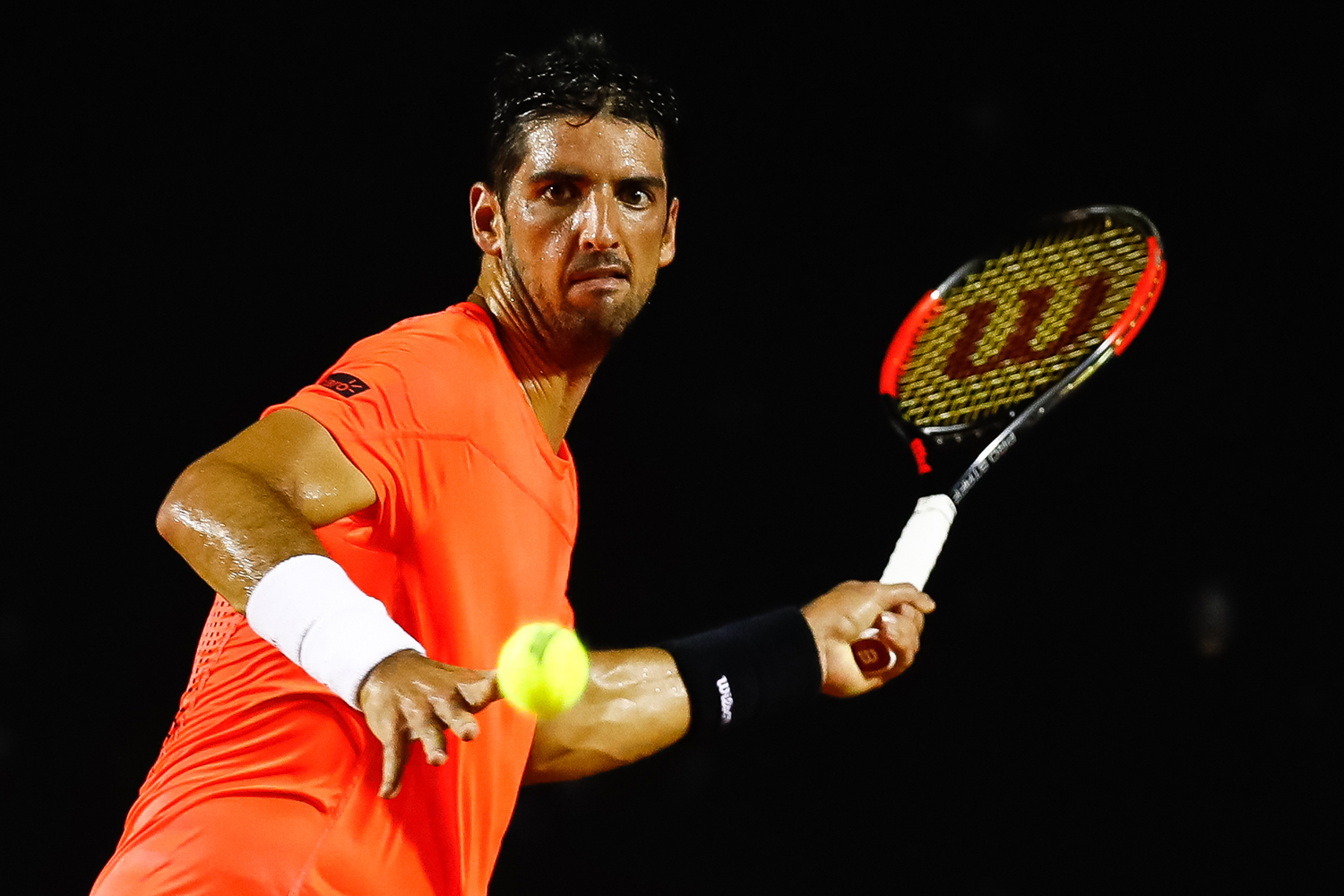 RIO DE JANEIRO, BRAZIL - FEBRUARY 23: Thomaz Bellucci of Brazil returns a shot to Thiago Monteiro of Brazil during the ATP Rio Open 2017 at Jockey Club Brasileiro on February 23, 2017 in Rio de Janeiro, Brazil. (Photo by Buda Mendes/Getty Images)