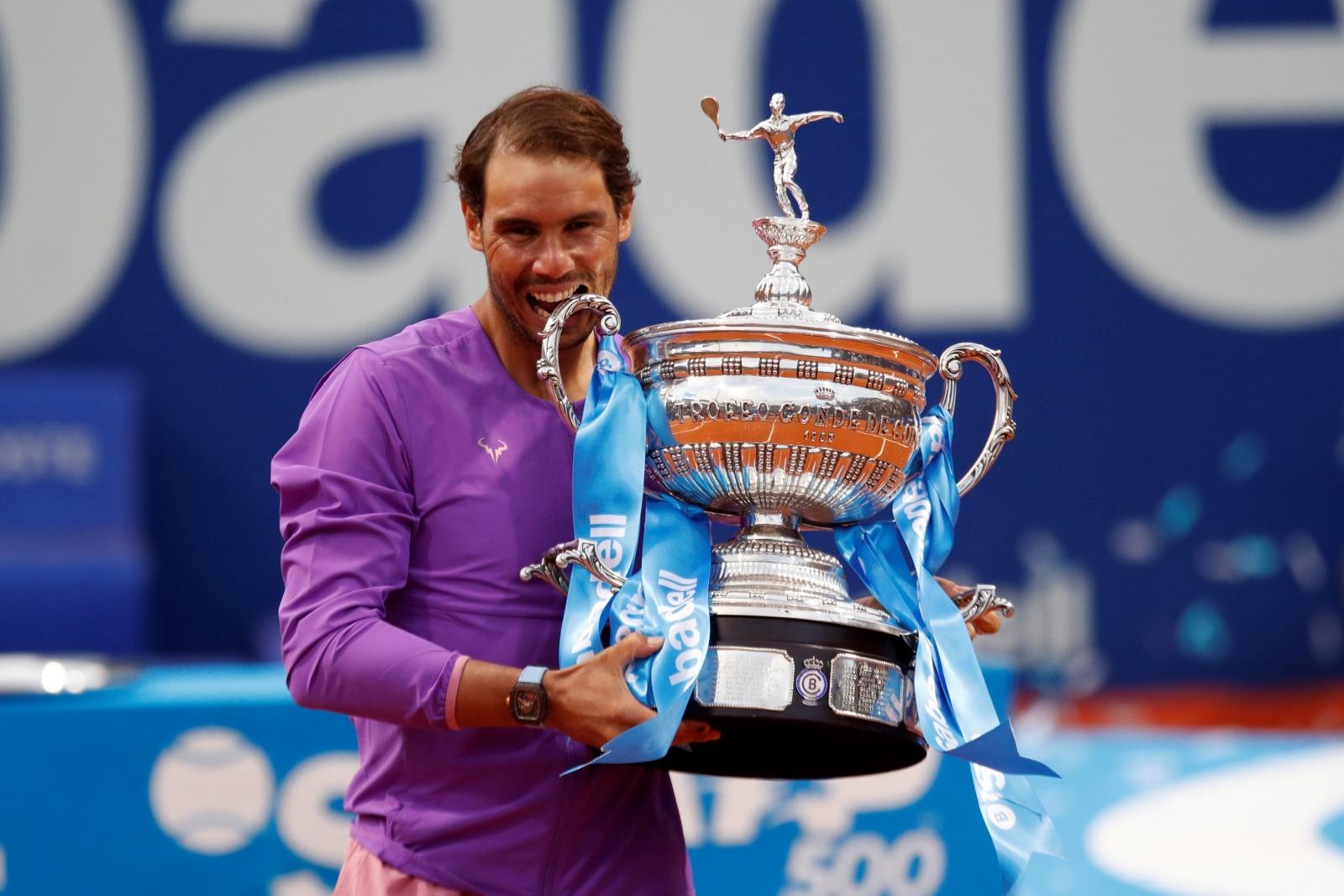 Em duelo épico, Rafael Nadal bate Stefanos Tsitsipas e ergue 12º troféu