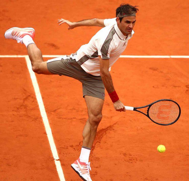 Roger Federer treina no saibro de genebra