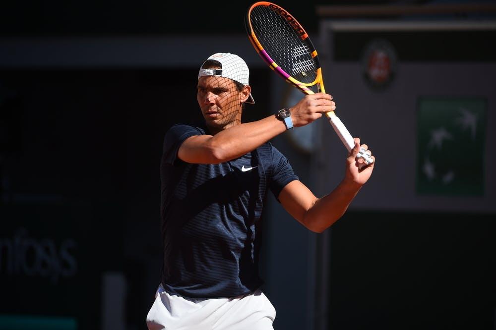 Enquanto o espanhol Rafael Nadal e o suíço Roger Federer jogarão na Philippe Chatrier, o número 1 do mundo foi escalado para atuar na Suzanne Lenglen.